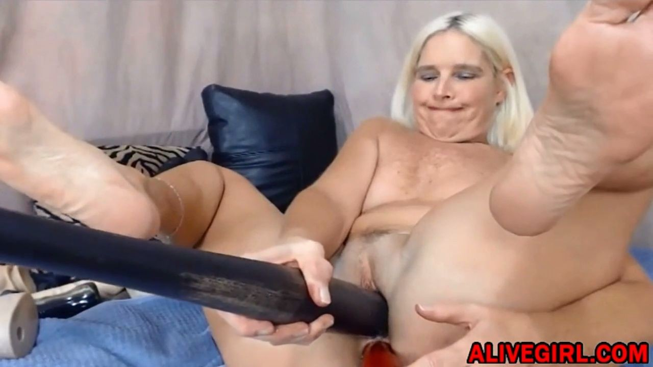 Blonde MidwestMILF enjoys DP with baseball bat