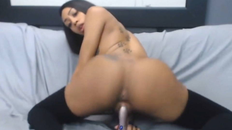Young ebony bigtitted babe Charlie_xx masturbates a black wet pussy