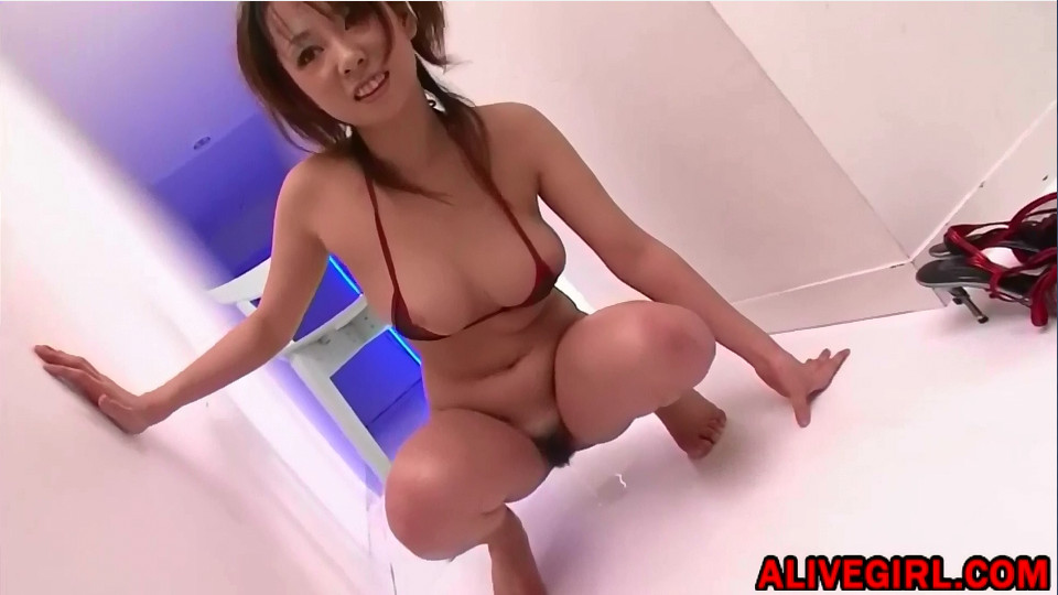 Hot asian Angelslily is pissing
