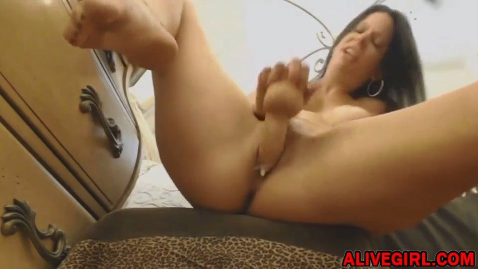 Busty squirter Joscelyn mastrbates at alivegirl.net