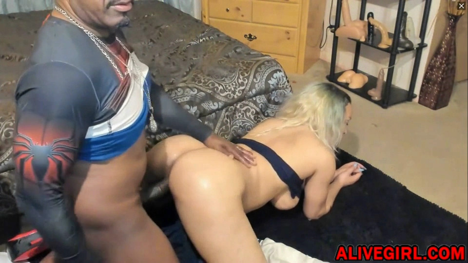 Fucking hot whore MrsSkyXXX gets BBC